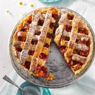 Süß, säuerlich, knusprig: Erfunden wurde diese runde Mürbeteig-Angelegenheit in Italien. Mille grazie, amici! Zum Rezept: Apfel-Crostata mir Preiselbeeren