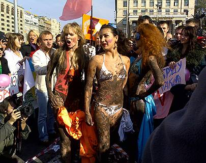 Fotoshow: Femen: Mit nackter Haut gegen Sextourismus