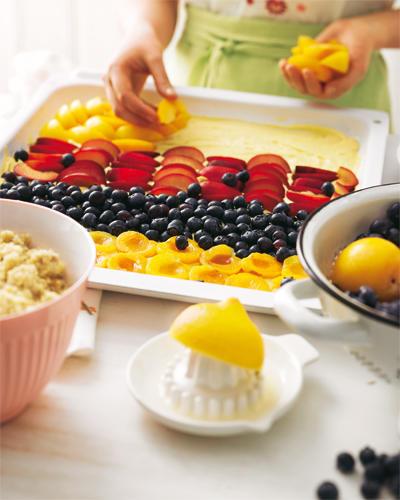 Obstkuchen mit Haselnussstreuseln