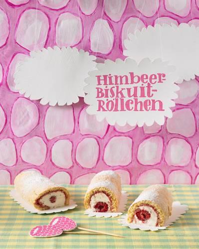Gut, dass es für jeden ein eigenes sahnig-fruchtiges Himbeer-Röllchen gibt - dann gibt es keinen Streit, wer das größte Stück bekommt. Zum Rezept: Mini-Himbeerrollen