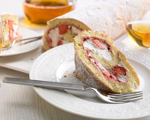 Geburtstagskuchen: Erdbeer-Biskuitrolle