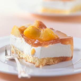 Mandelbiskuit, Mascarpone und Pfirsich mit Eistee-Glasur. Zum Rezept: Pfirsich-Mascarpone-Stücke