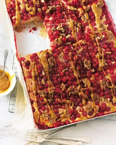 Johannisbeer-Kuchen mit Karamellsoße