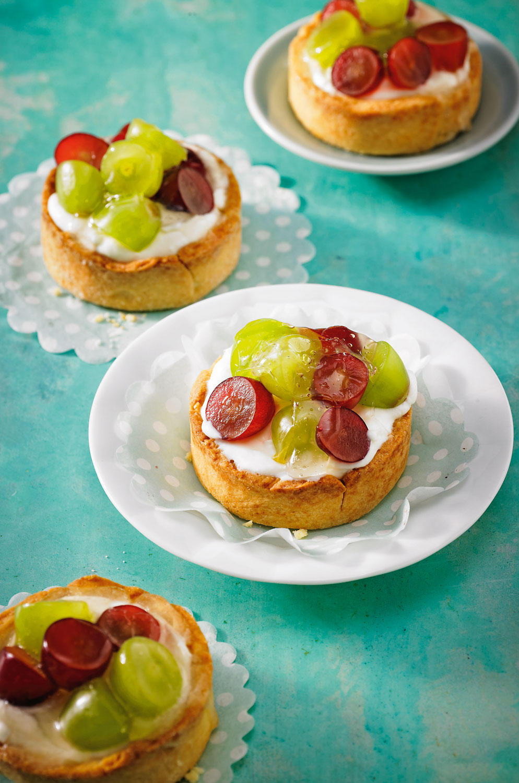 ... und Frischkäse-Füllung: raffiniert, die Törtchen! Zum Rezept: Trauben-Frischkäse-Törtchen