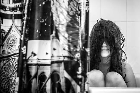 Sie hasst Fotos von sich - und versteckt sich äußerst kreativ