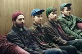 Vier Hüte warten auf die Abfahrt