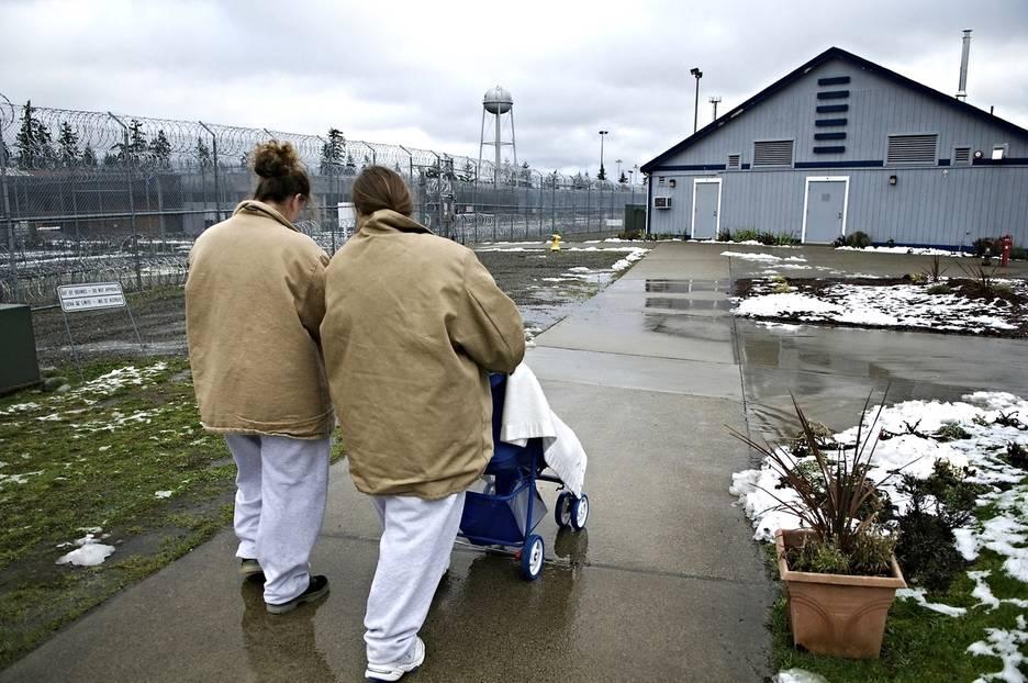 Über das Leben als Mutter hinter Gittern