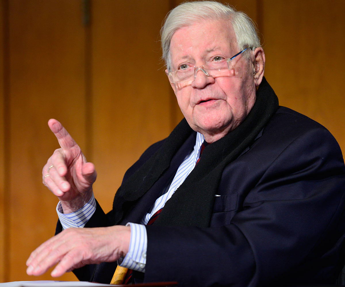 """Helmut Schmidt Zitate: """"In der Krise beweist sich der Charakter."""""""