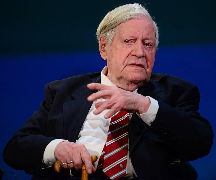 """Helmut Schmidt Zitate: """"Das Schneckentempo ist das normale Tempo jeder Demokratie."""""""