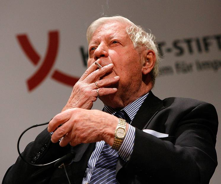 """Helmut Schmidt Zitate: """"Ehrlichkeit verlangt nicht, dass man alles sagt, was man denkt. Ehrlichkeit verlangt nur, dass man nichts sagt, was man nicht auch denkt..."""""""