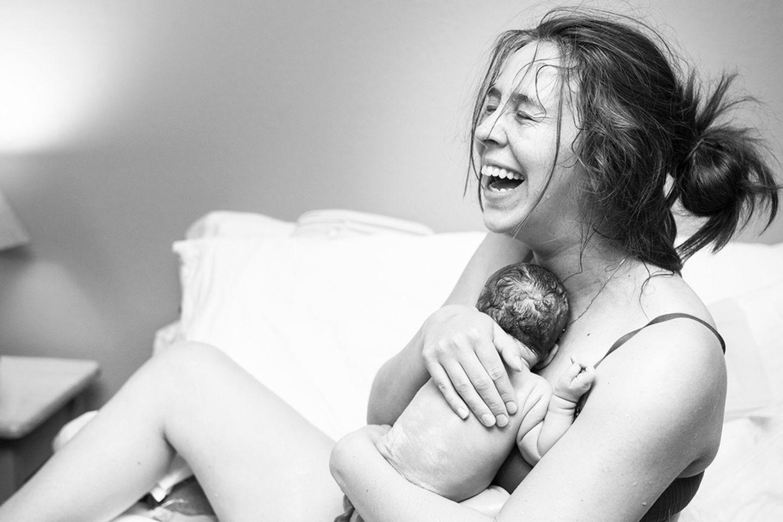 Der erste Hautkontakt nach der Geburt - nicht nur schön, sondern auch wichtig