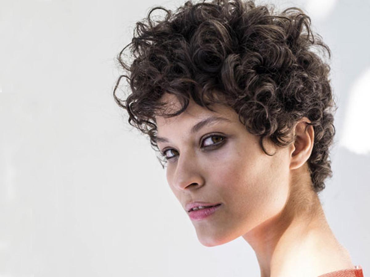 Schöne Frisuren für eckige Gesichter