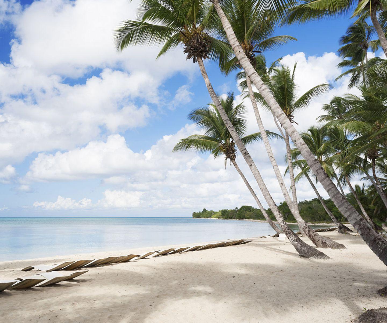"""Die Experten von """"Lonely Planet"""" haben ihre alljährliche """"Musst du bereisen""""-Liste für 2016 vorgelegt - und vor allem der Spitzenreiter überrascht uns! Aber fangen wir hinten an... Platz 10: Fidschi Die Top Ten komplettiert Fidschi. Begründung der Lonely-Planet-Experten: """"Der Inselstaat, der mit natürlicher Schönheit und einem Klima gesegnet ist, das Kleidung überflüssig erscheinen lässt, versprüht neuerdings so viel Vitalität und Zuversicht wie nie zuvor. Egal, ob Sie gern in der Hotelanlage abhängen, den Körper mit dem neuesten Extremsport traktieren oder klassischen Inselvergnügungen wie Tauchen, Segeln oder Angeln nachgehen möchten: 2016 ist das richtige Jahr, um das volle Fidschi-Programm zu genießen."""" Die weiteren Platzierungen: Jetzt oben aufs Bild klicken!"""