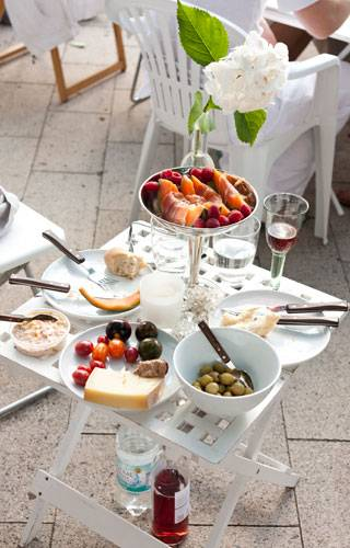 Streetstyle: Auch auf dem kleinsten Tisch ist Platz für großartige Speisen.