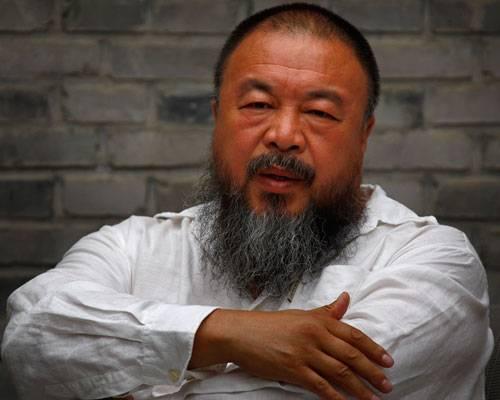 """Kunst: Die chinesische Regierung hat Einiges versucht, um den Willen des Regimekritikers Ai Weiwei zu brechen. Der Konzeptkünstler und Bildhauer wurde ins Gefängnis gesteckt, verschleppt, geschlagen, der Pass wurde ihm weggenommen. Trotzdem hört er nicht auf, zu arbeiten. Ai Weiwei darf China nicht verlassen, doch seine Kunstwerke tragen seinen Protest gegen die Menschenrechtsverletzungen in alle Welt. """"Evidence"""" (""""Beweise"""") in Berlin ist die weltweit größte Ausstellung der Werke von Ai Weiwei. Sie ist vom 3. April bis zum 7. Juli 2014 im Martin-Gropius-Bau zu sehen."""