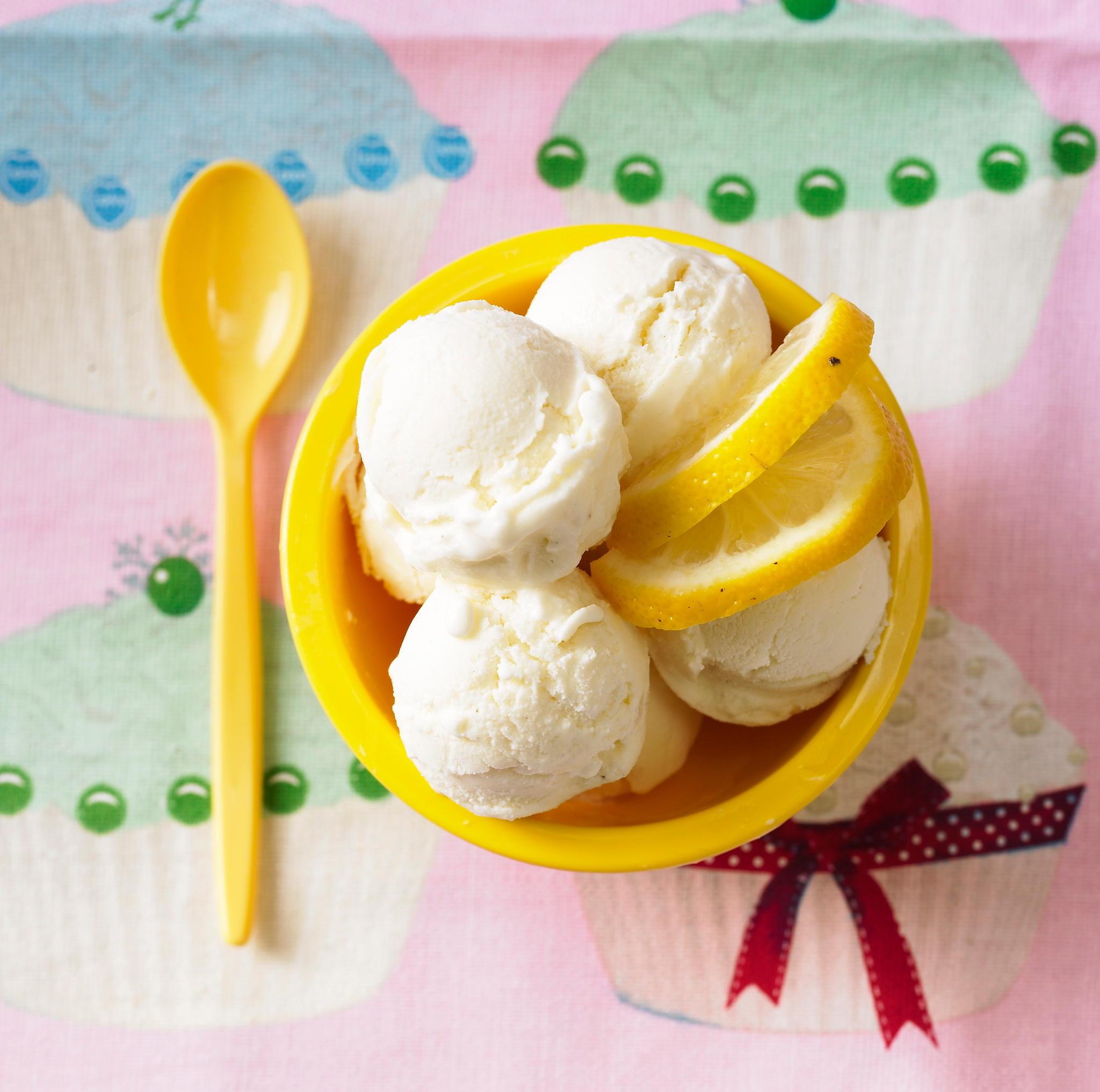 Eis selber machen: Buttermilch-Zitronen-Eis