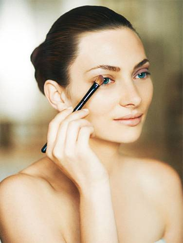"""Tages-Make-up """"Farbe"""": Step 1"""
