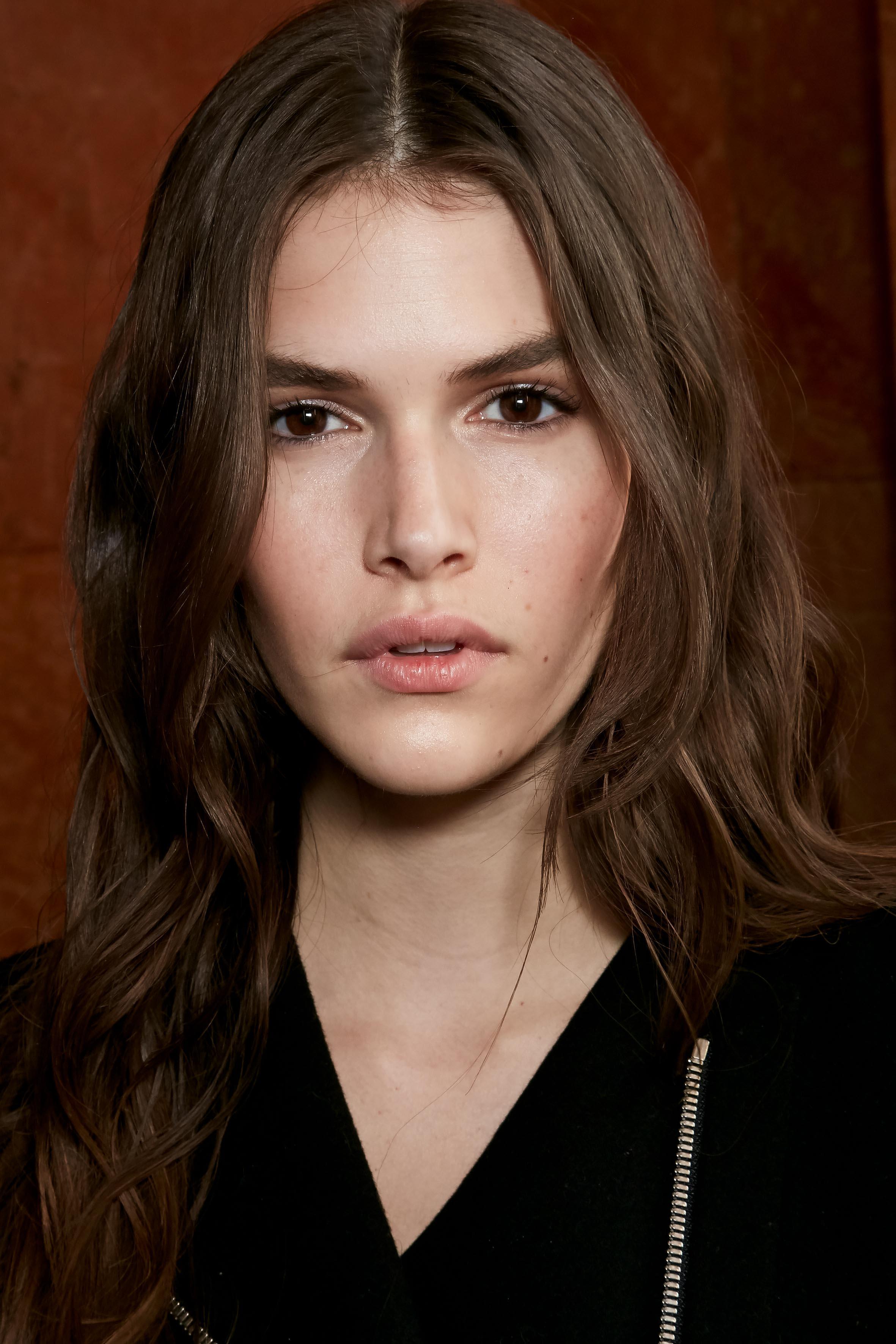 Herbst-Make-up-Trend: Nude Look bei Balmain