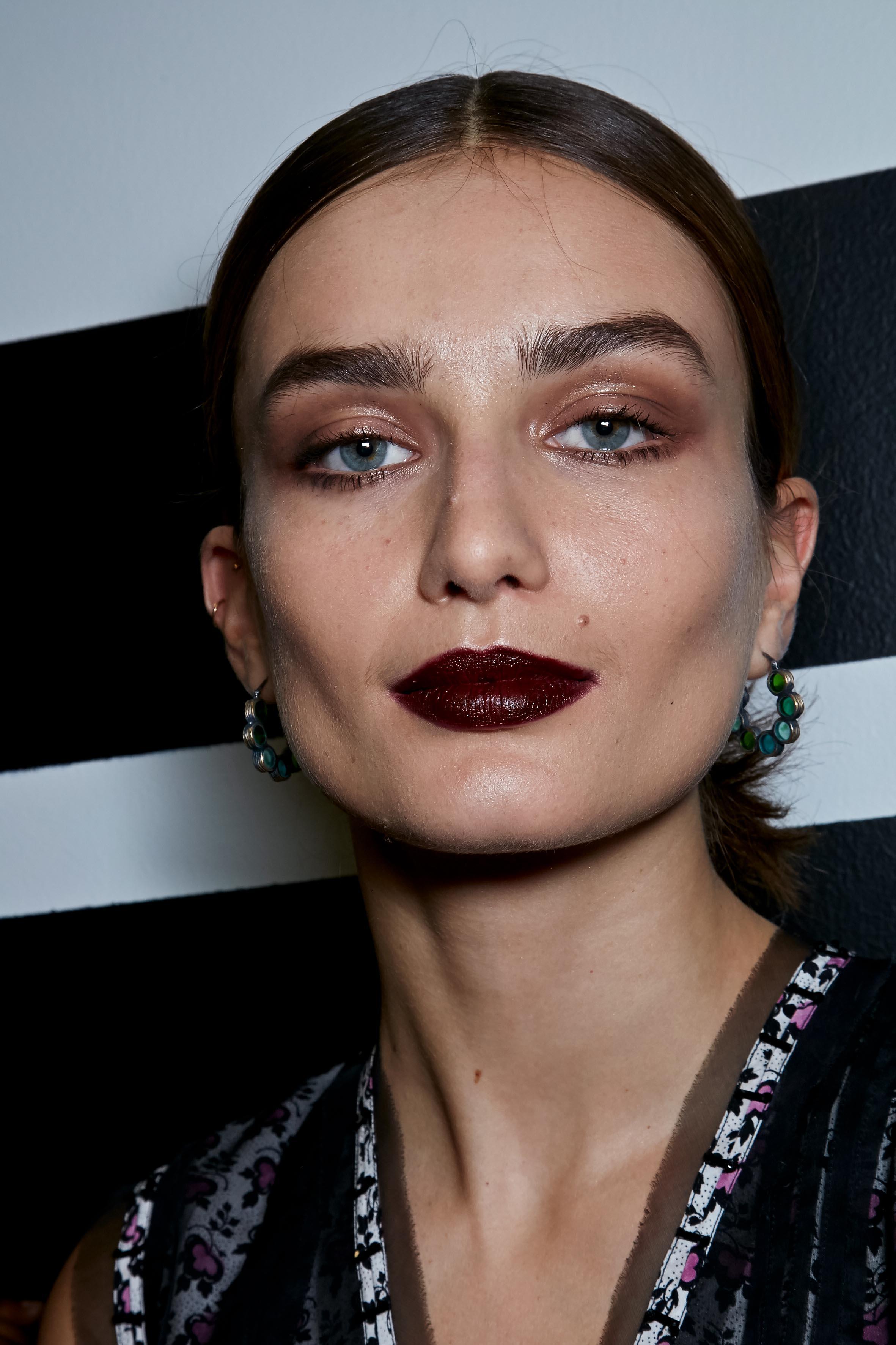 Herbst-Make-up-Trend: Brauner Lippenstift bei Bottega Veneta