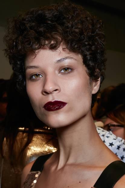 Herbst-Make-up-Trend: Brauner Lippenstift bei Max Mara