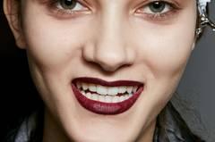Herbst-Make-up-Trend: Brauner Lippenstift bei Marni