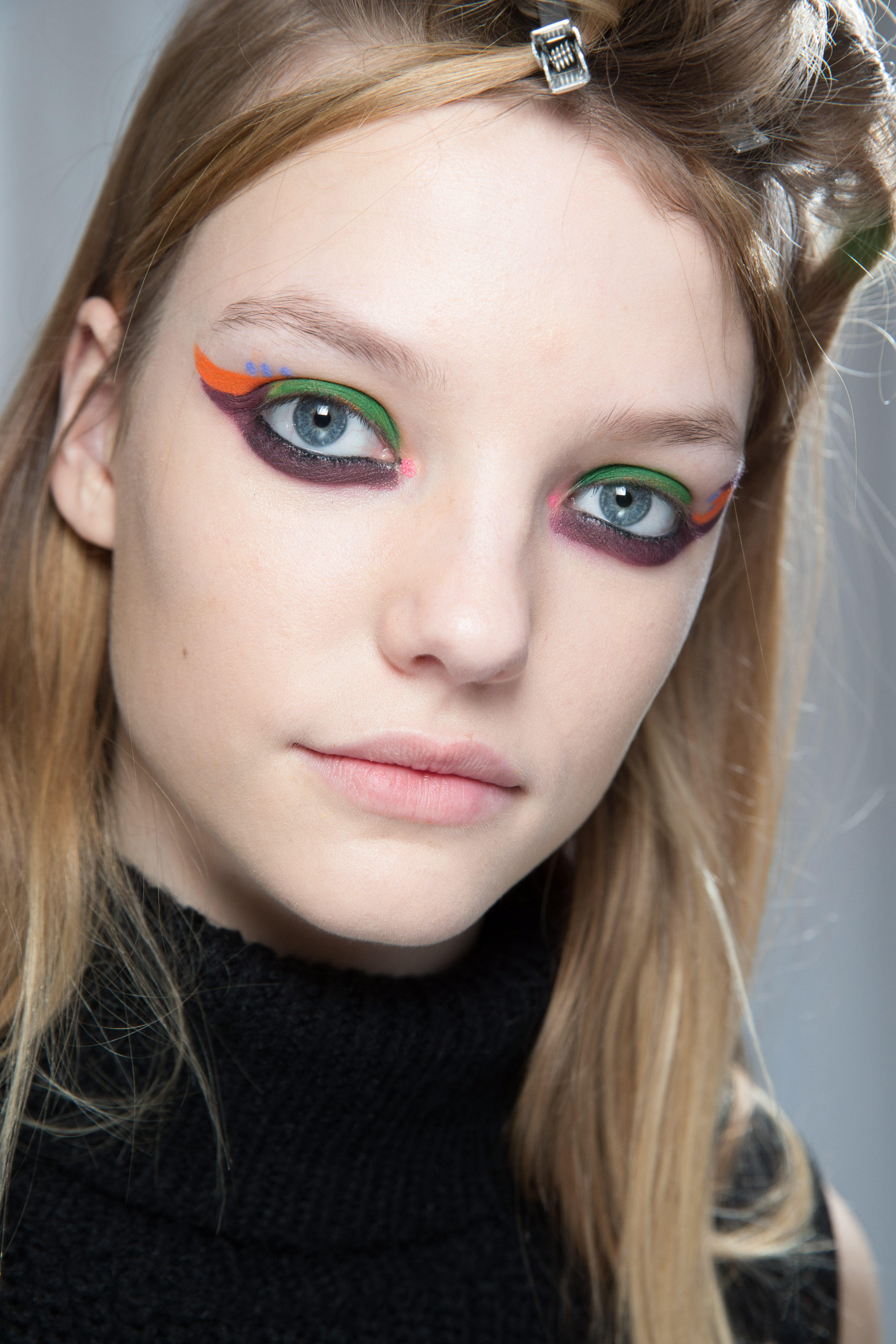 Herbst-Make-up-Trend: Bunter Kajal bei Fendi