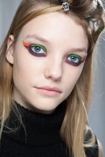 Herbst-Make-up-Trend: Bunter Kajal bei Fendi