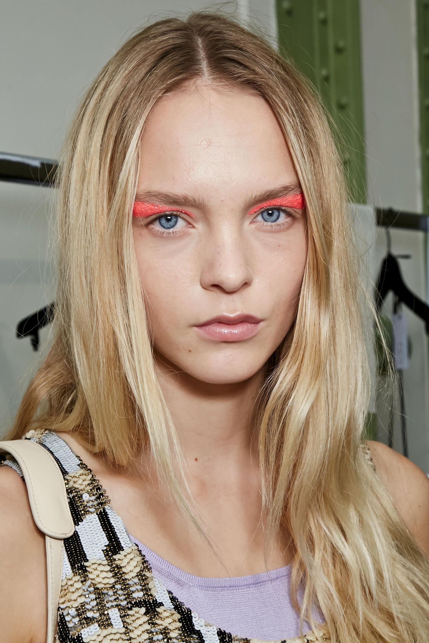 Herbst-Make-up-Trend: Bunte Wimpern