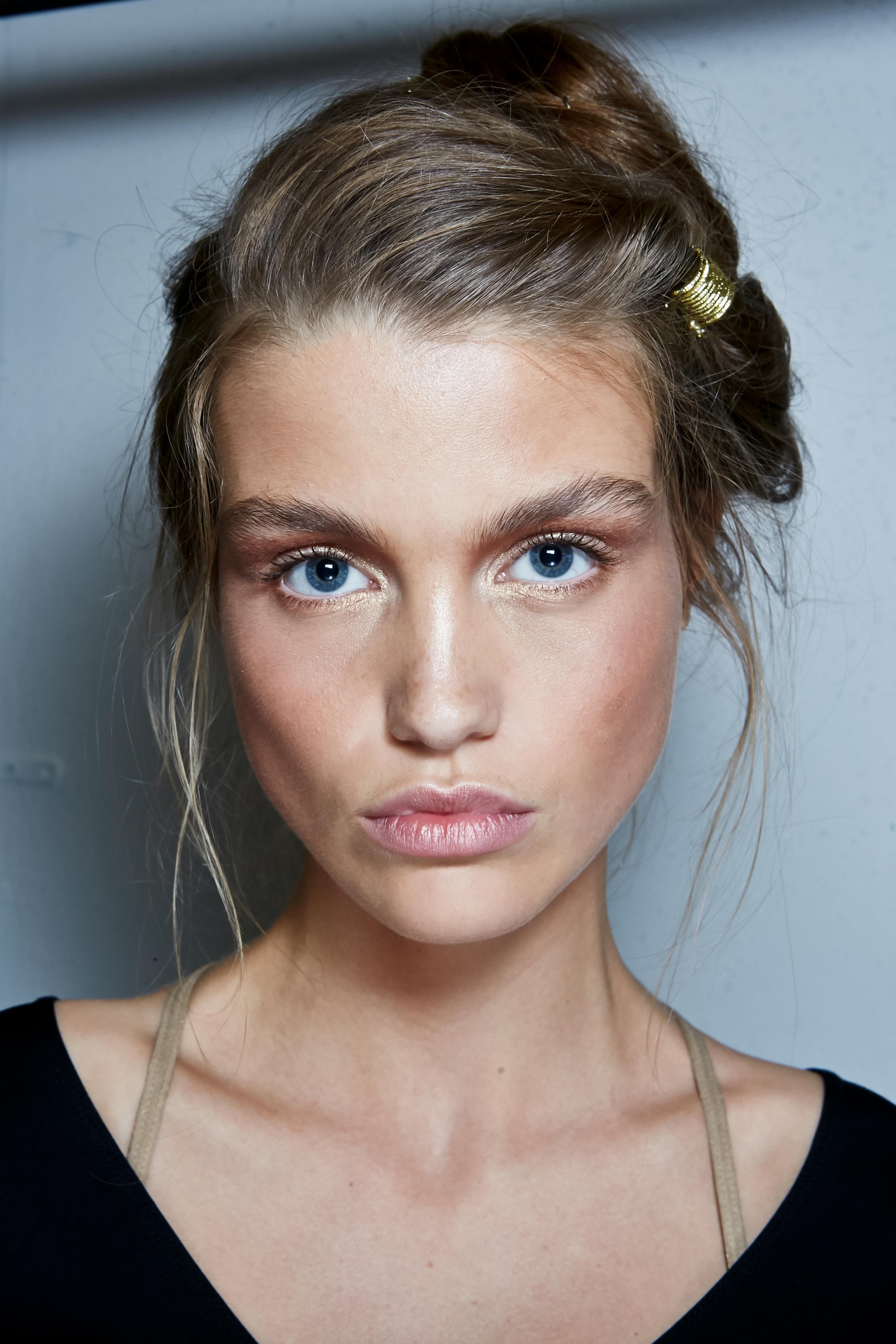 Herbst-Make-up-Trend: Nude Look bei Alberta Ferretti