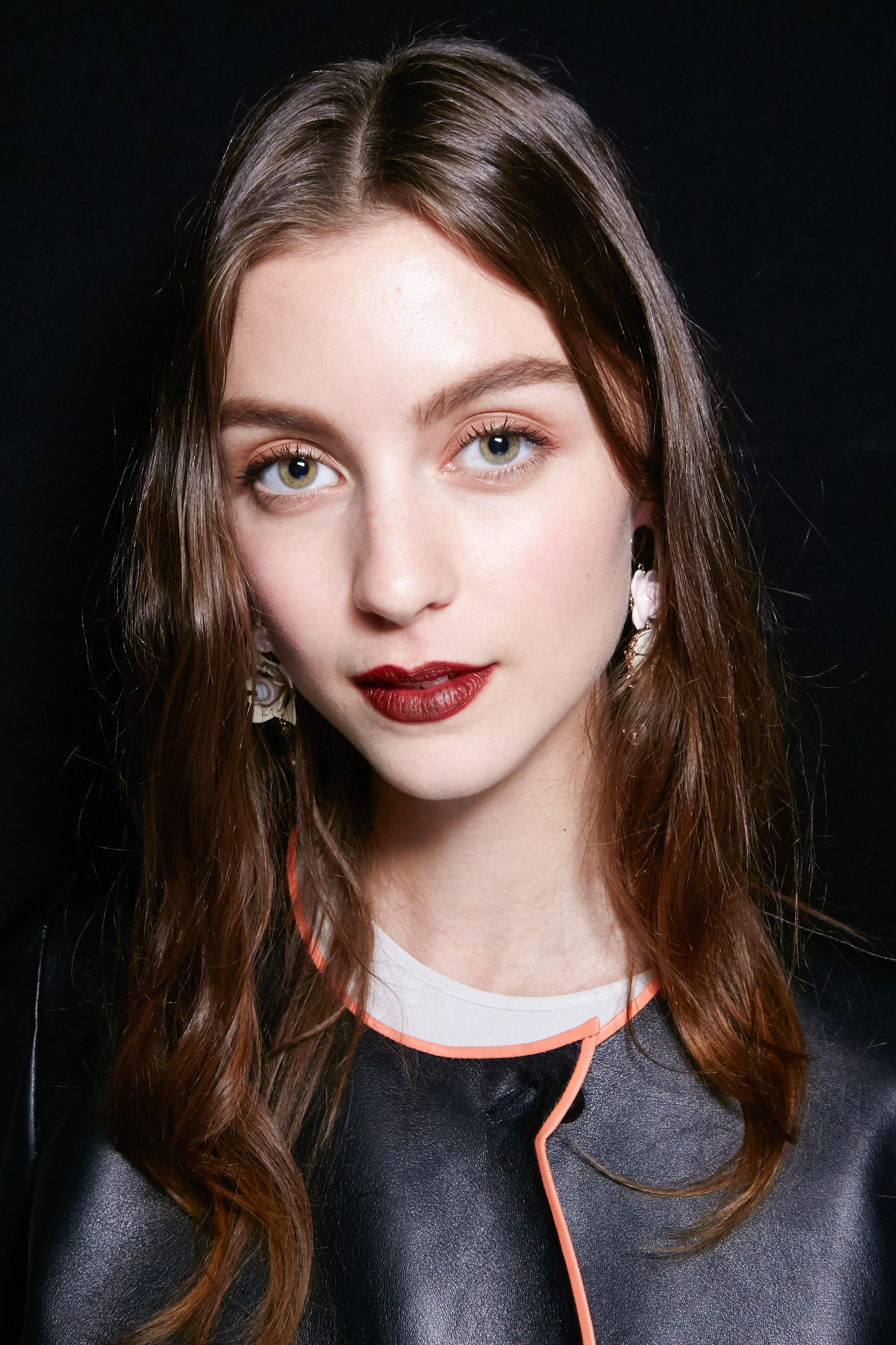 Herbst-Make-up-Trend: Brauner Lippenstift bei Emporio Armani