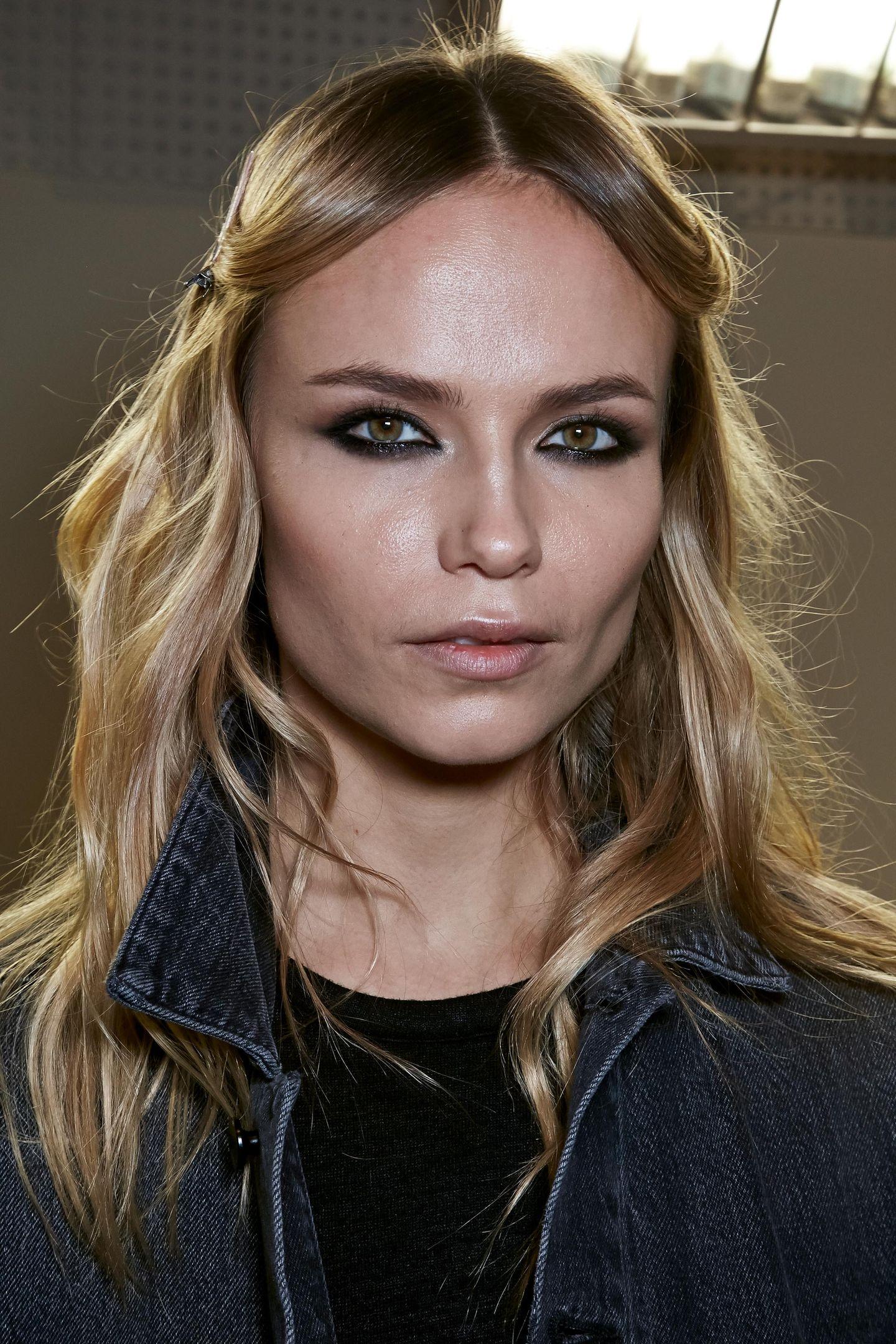 Herbst-Make-up-Trend: Smokey Eyes bei Versace
