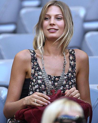 Fußball-EM 2012: Die Top-Spieler und ihre Frauen | BRIGITTE.de
