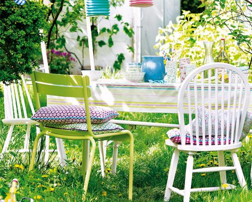 Deko-Ideen für Balkon und Garten: charmante Stühle