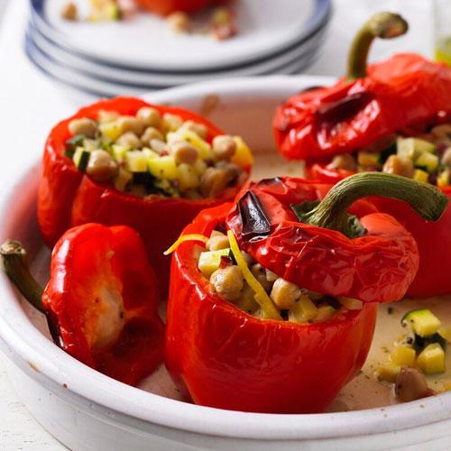 Gefüllte Paprika mit Räuchertofu oder Schinken