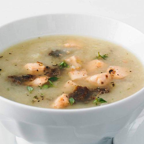 Fenchel-Orangen-Suppe mit Lachskrusteln