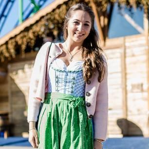 946ba0125fba77 Streetstyle Wiesn: Die schönsten Outfits vom Oktoberfest   BRIGITTE.de