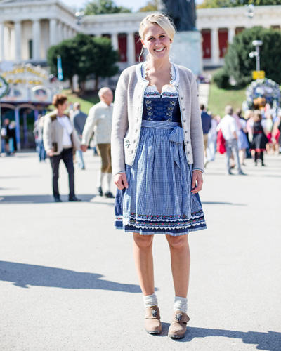 streetstyle wiesn die sch nsten outfits vom oktoberfest. Black Bedroom Furniture Sets. Home Design Ideas
