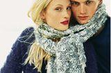 Grau-weißer Schal