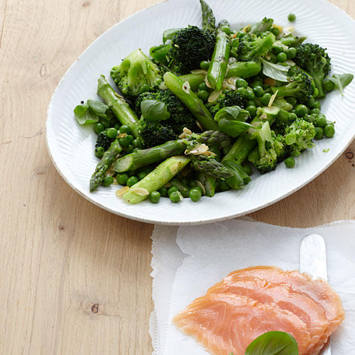 Grünes Gemüse mit Lachs