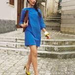 blaues Kleid mit Ärmeln