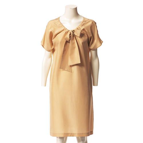 Kleid mit Ausschnittband und kurzen Ärmeln
