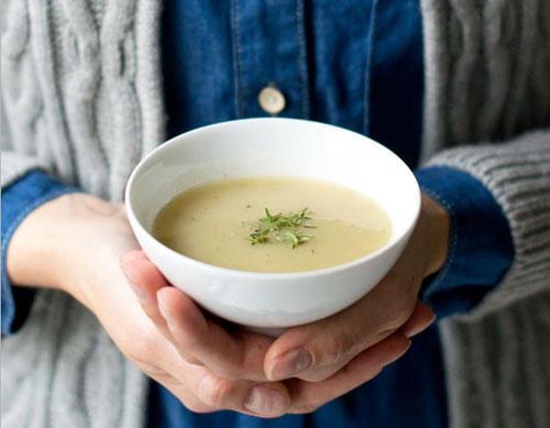 """Topinambur-Suppe mit Thymian und Haselnüssen von """"Chestnut And Sage"""""""