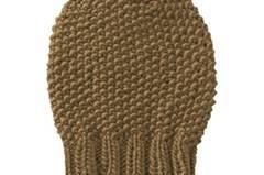Die aktuelle Mützenform in diesem Herbst: schlicht, rund, eng, Farbe nach Belieben. Zur Strickanleitung: Perlmuster-Mütze stricken