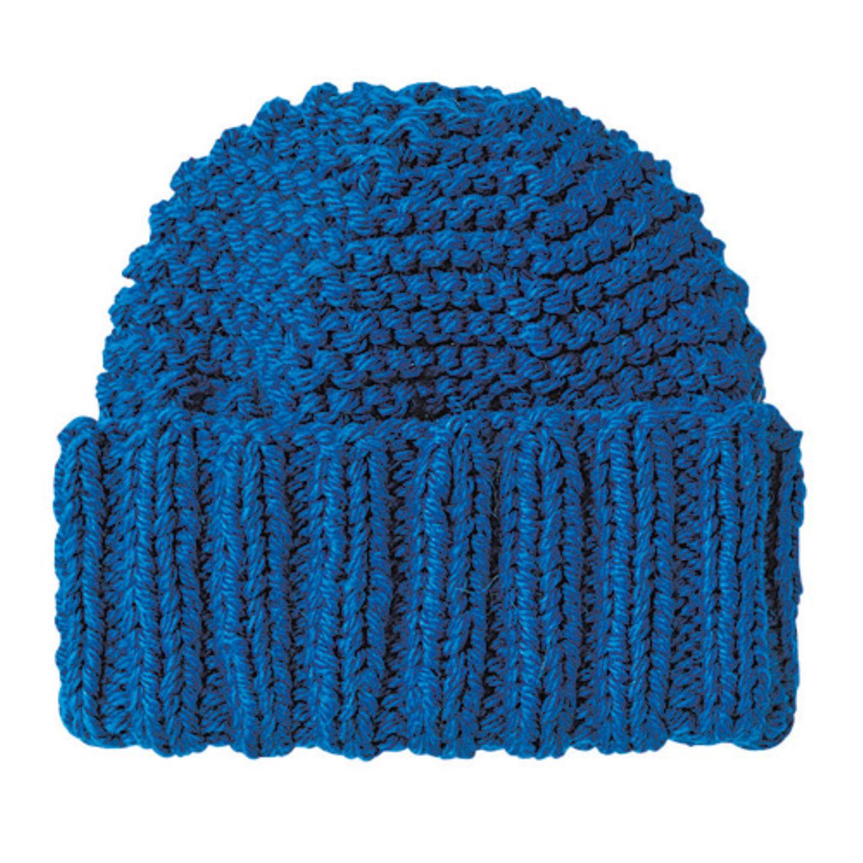 Glatt links gestrickt, mit einer Häkelnadel fix gesäumt - fertig ist die coole Mütze. Zur Strickanleitung: Mütze mit breitem Bündchen