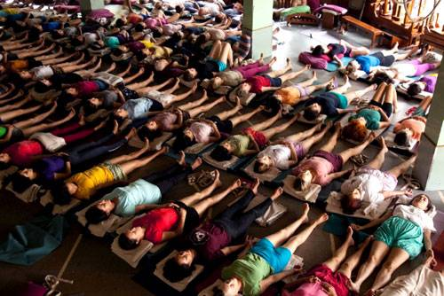 Ein Besuch: In Iyengars Yoga-Institut in Pune werden Schülerinnen und Schüler aus der ganzen Welt ausgebildet. Benannt ist es nach seiner verstorbenen Frau: Ramamani Iyengar Memorial Yoga Institut (RIMYI).