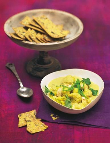 Ein Curry ist immer eine gute Idee und schmeckt auch mit Blumenkohl. Der ist übrigens auch sehr gesund: Blumenkohl enthält viel Vitamin K, Kalium, Folsäure und Vitamin C. 100 Gramm haben 23 Kilokalorien. Zum Rezept: Blumenkohl-Curry