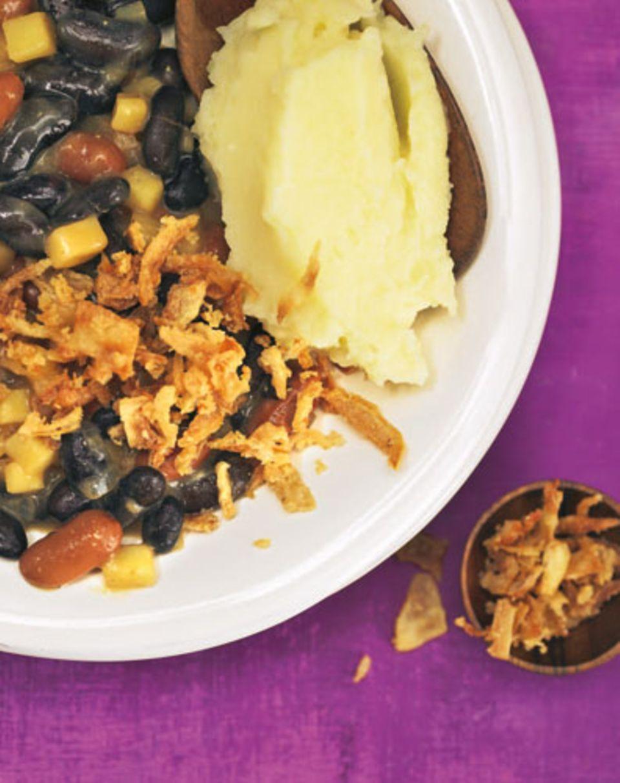 Deftig die Bohnen, cremig das Püree - herrlich! Zum Rezept: Kartoffelpüree mit Bohnenragout
