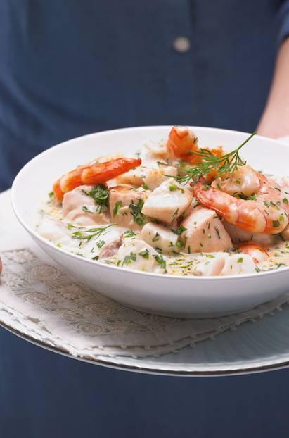 Mit Lachs, Rotbarsch, Zander und Riesengarnelen ? köstlich als alternative Hauptspeise und als Zwischengang. Zum Rezept: Edelfisch-Ragout in Zitronenrahm