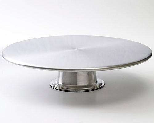 Torten backen: Eine schöne Torte will stilvoll serviert werden - zum Beispiel mit dieser Tortenplatte aus Edelstahl.