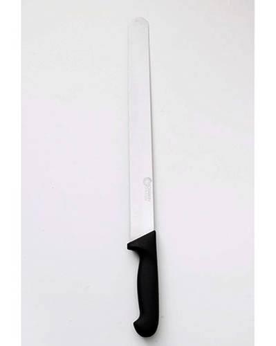 Torten backen: Ein langes Tortenmesser ist trotzdem unentbehrlich - nur mit ihm gelingen lange, gerade Schnitte.